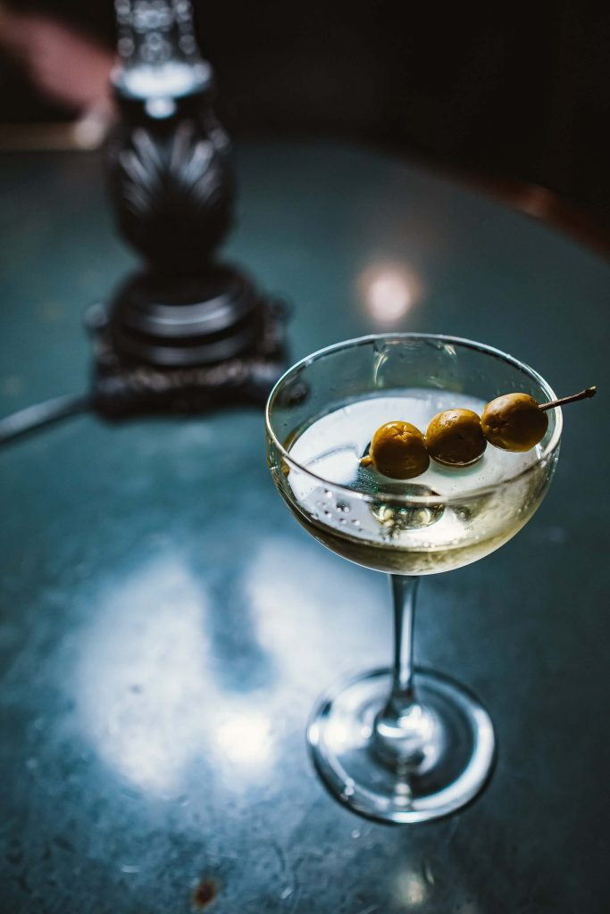 dirty martini verre olives