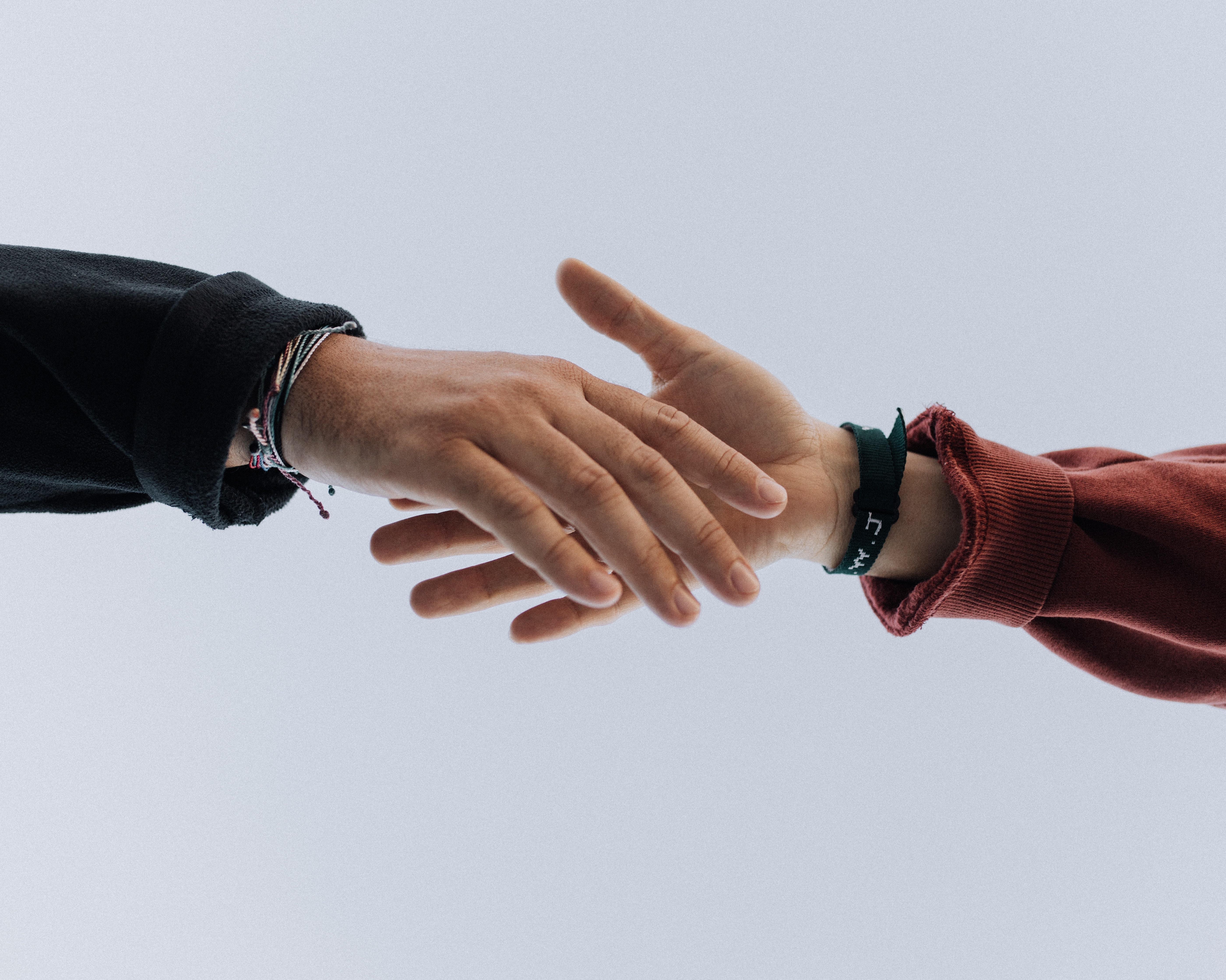 mains aide bénévolat