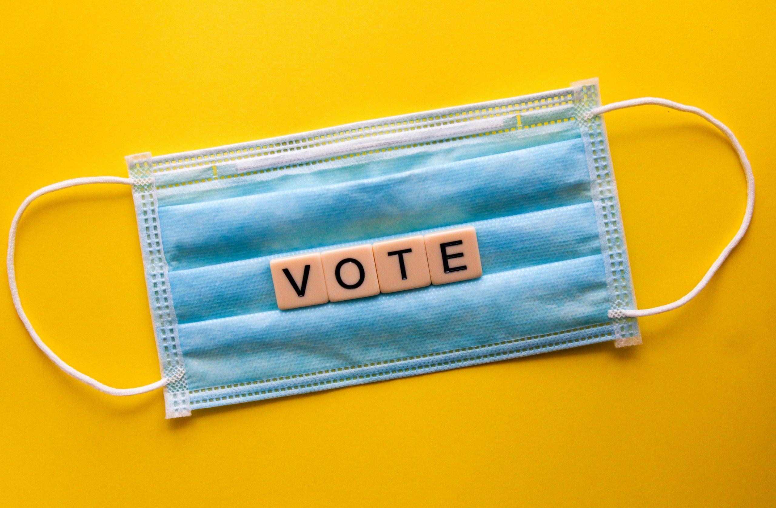 C'est le temps d'aller voter avec un masque!