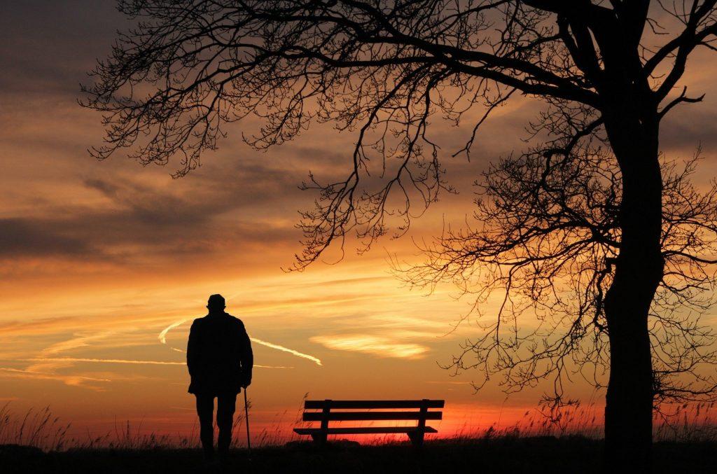 homme seul et de dos